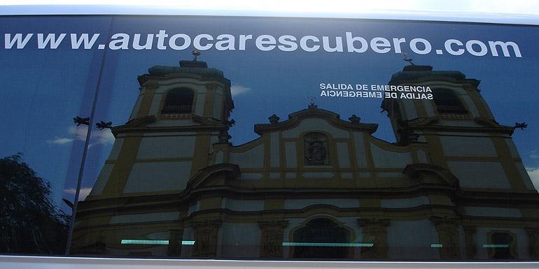 Alquila un autobús en Autocares Cubero para el Puente de la Almudena