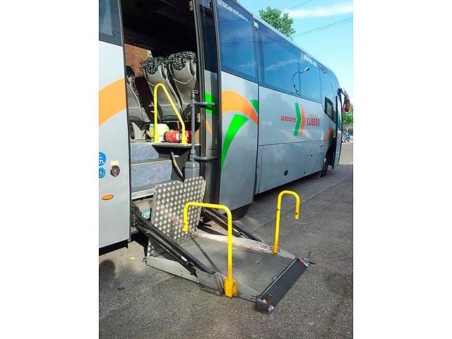 Alquiler de autobús adaptado - Elevador acceso al autobús