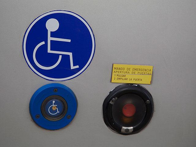 Alquiler de autobús adaptado - Mando de emergencia. Apertura de puertas