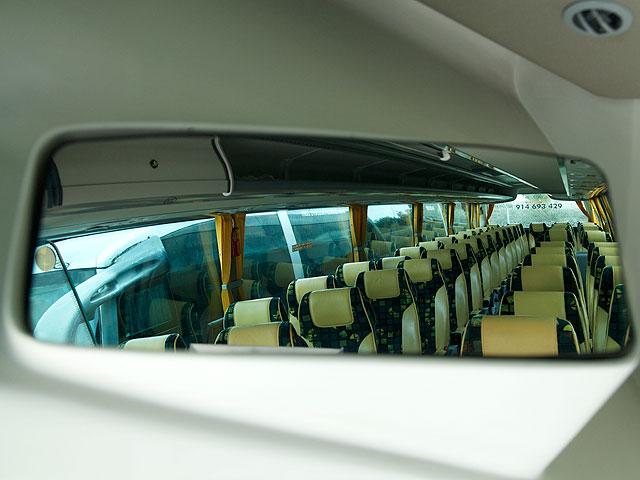 Alquiler de autobuses - Interior del vehículo (retrovisor)