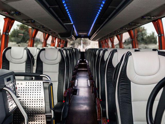 Alquiler de autocares Gran Lujo - Interior (asientos blancos)
