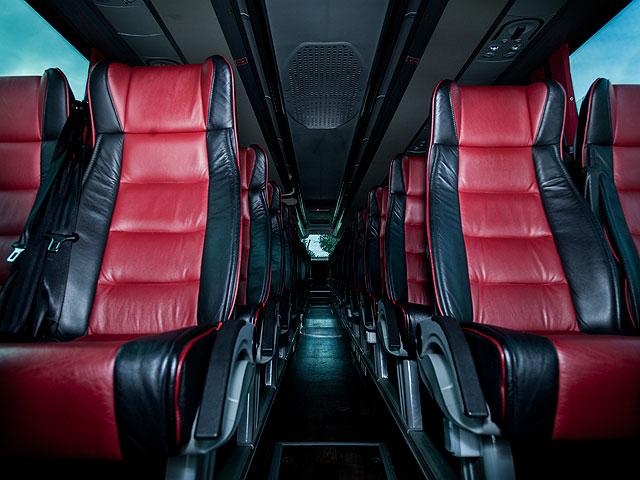 Alquiler de autocares Gran Lujo - Interior (asientos rojos)
